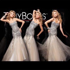 Tony Bowls sz 4 mermaid for prom dress jeweled